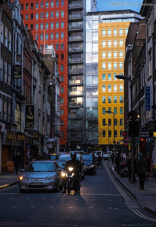 Photoshop调出蓝色艺术效果的街景照片