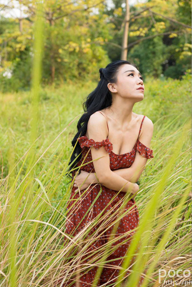 PS调色打造深秋冷褐色效果的外景人物照片