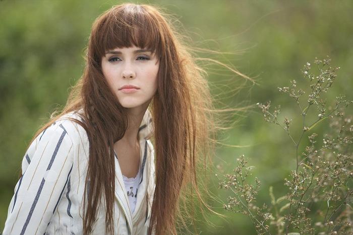 Photoshop抽出滤镜加通道对长发美女照片抠图