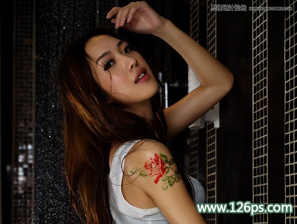 用Photoshop给人像照片添加玫瑰花纹纹身