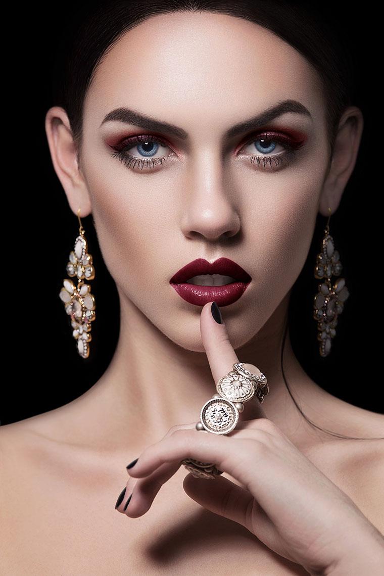 PS修图视频教程:制作质感皮肤的商业美女人像