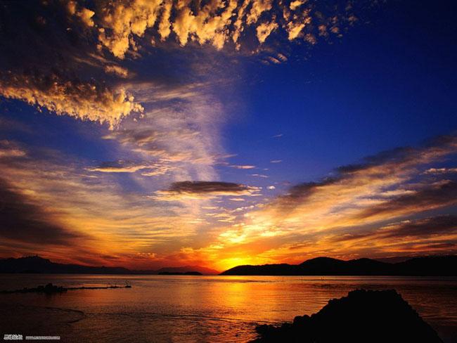 Photoshop制作金黄色晚霞映衬效果的海景照片