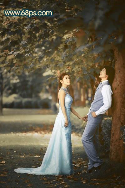 Photoshop调出暖色效果的树林浪漫情侣照片
