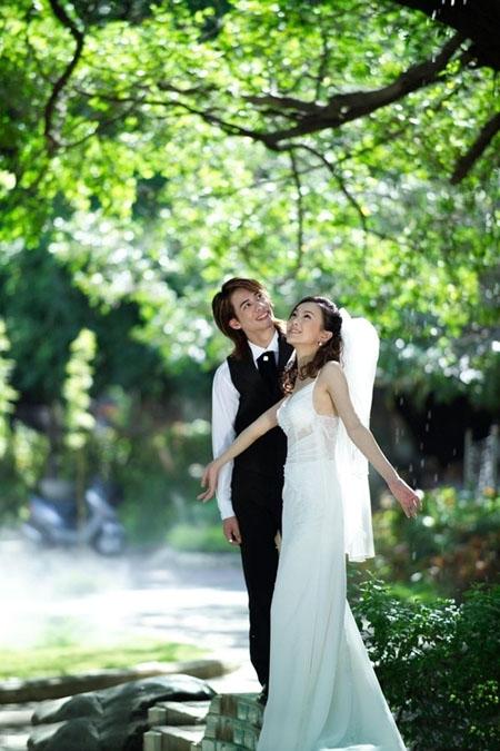 Photoshop调出蓝色梦幻效果的外景婚片教程