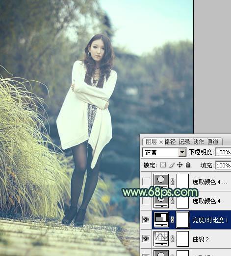 Photoshop调出韩系淡青色的时尚丝袜女孩照片