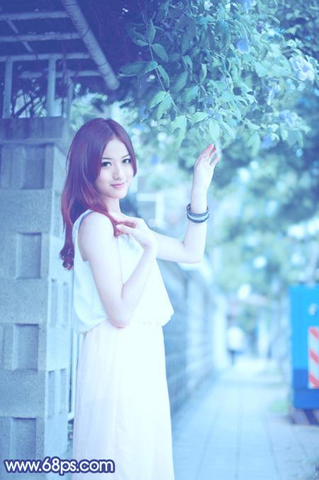 Photoshop调出柔美青蓝色街拍女孩图片