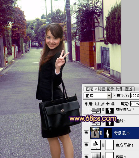 Photoshop调出紫褐色的街拍OL美女照片